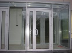 plastikovye dveri vhodnye dlja chastnogo doma cena 250x185 - Пластиковые двери входные